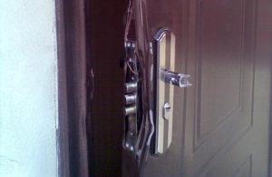 Взломаная дверь