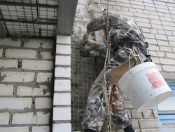 Заделка трещин в стене квартиры